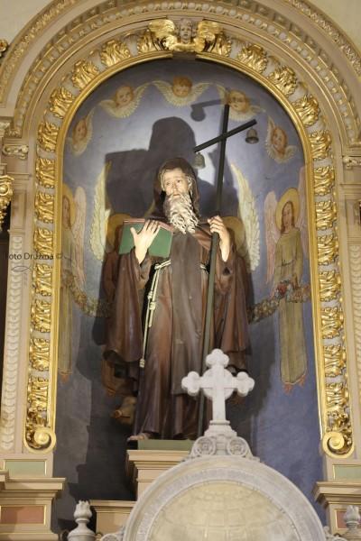 Brezovica, župnijska cerkev sv. Antona Puščavnika, glavni oltar - Foto: Družina